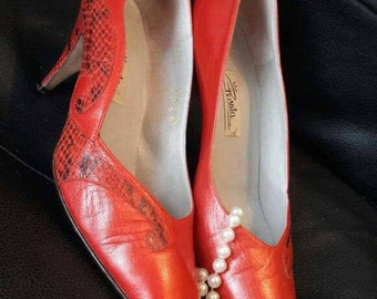 Vintage Penata shoes, Italian leather shoes, women's red 3 inch heels, ladies size 7 fashion shoes, snake skin pattern, in original box.