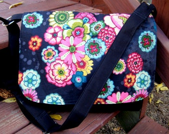 PICK YOUR OWN Fabric, Cross Body Messenger Bag, Cross Body Purse, Messenger Bag, Handmade, Tons Of Pockets, Made To Order