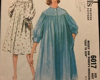 McCalls 6017 - 1960s Easy to Sew Yoked Housecoat with Side Seam Pockets - Size 14 Bust 34