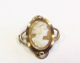 Antique, Victorian or Edwardian, cameo brooch.