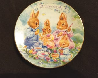 AVON EASTER PLATE Collectible 1992 Colorful Moments Porcelain Trimmed Gold Decorative Bunny Vintage Retro