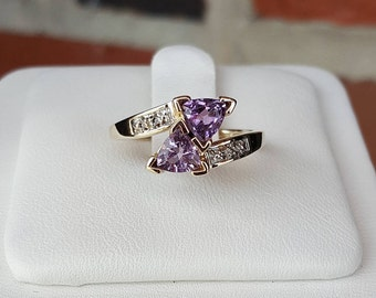 Vintage AU 10k Yellow Gold Trillion Cut Amethyst Bypass Ring