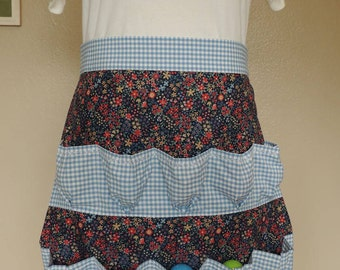 Egg-gathering apron in blue gingham and dark blue floral