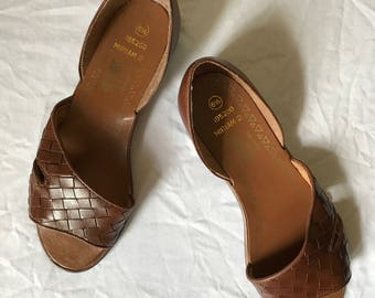 Vintage Brown Leather Woven Flat Sandals Leather Craft By Sand and Sun Size 6.5