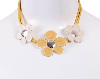 Vintage Chunky Daisy Choker Bib Necklace 90s Retro Hipster Statement Costume Jewelry