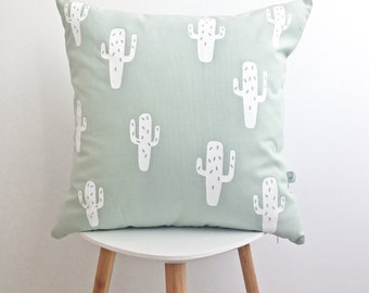 GREEN CACTUS PILLOW cover  / minimalist home / white cactus screenprinted / washable cotton / 18x18 / la petite boite co / made in quebec