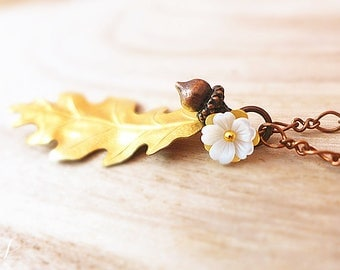 Acorn Necklace, White Flower Jewelry, Oak Leaf Pendant Necklace, Gold Leaf Jewelry, Fall Wedding Jewelry, Bridesmaid Gift, Autumn Necklace