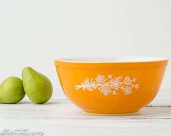 Vintage Yellow Pyrex Bowl - Glass Mixing Bowl - Butterfly Gold