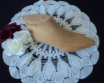 REDUCED - French Vintage wooden shoe last  (04578)