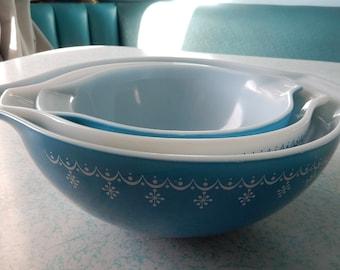 SALE - Pyrex Mixing Bowl Set - Pyrex Blue Snowflake Nesting Bowls - Pyrex Ovenware Blue Snowflake Pattern
