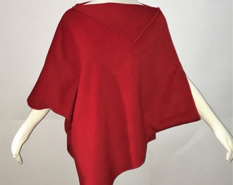 Warm cashmere Cape red, soft and enveloping.