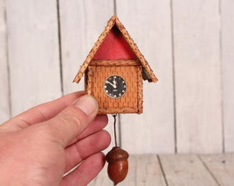 Decorative wall clock - Small wall clock - Small wooden house wall hanging - Clock imitation - Small wood clock - Vintage small clock acorn