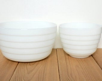 Pyrex White Glass Mixing Bowls - Set of 2. Mid century modern white beehive design, 1950s, cool 50s girl gift idea