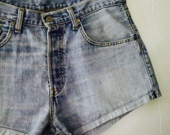 Levi High Waisted Denim Shorts Size 32