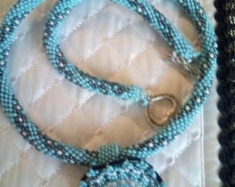 Collana tubolare di perline