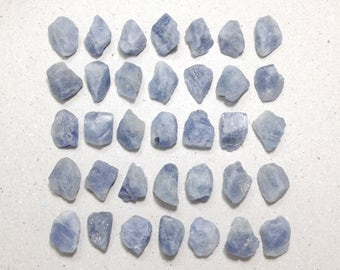 ONE natural unheated rough sapphire, raw sapphire gemstone // B*2748