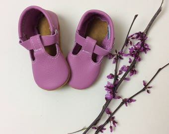 Blossom Pink T-strap Leather Baby Moccasins, tstrap, leather mary janes, baby moccs, toddler moccasins, purple, lilac, Soft Soles, Crib Shoe