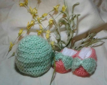 3-6 months coral and sea foam green baby girl ballerina booties with bow and hat. Made from 100% acrylic yarn.