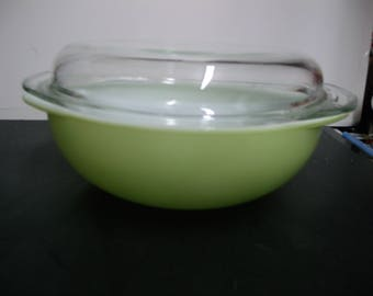 Vtg nos pyrex lime green 024 2 qt. with lid