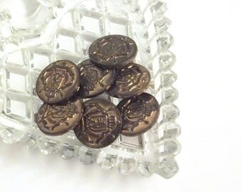 """Vintage Plastic Metal Look Buttons - Set of 7 Crest Shank Sewing Buttons - 18cm (11/16"""") Diameter Buttons"""