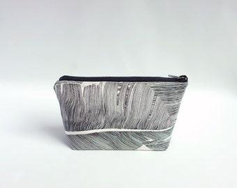 Zipper pouch - palm leaves / Small makeup bag / Black palm leaf pouch / Jungle print pouch / Tropical pencil pouch / Cosmetic bag / Trousse