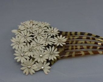 Beautiful Hair Comb with Dasiy Flowers
