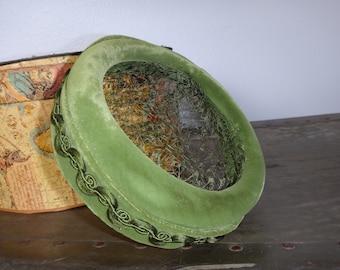 Green Velvet Veiled Fascinator Pillbox Hat/ Vintage Green Velvet Fascinator Pillbox Hat