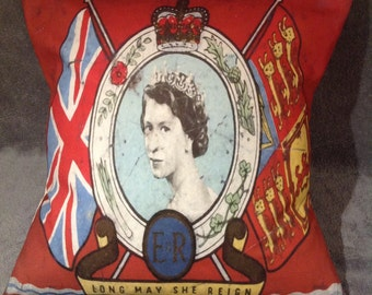 The Queen, Great Britain cushion/pillow 'Long may she reign'