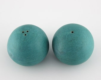 FREE SHIPPING Salt and Pepper Shakers, handmade ceramic shakers, turquoise shakers with soft round shape, comfortable to hold (N-spb-14)