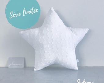 Star cushion in broderie anglaise sample - size M - personalized birthday gift