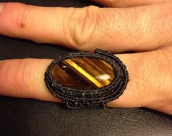 Macramè ring with tiger'eye.