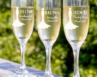 Personalized Wedding Gift Ideas, Bridesmaid Champagne Glasses, 8 Toasting Glasses, Infinity Champagne Flutes, Engraved Bridesmaid Gifts