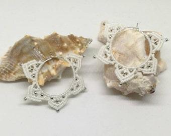 Stern Ohrringe, gewebte Ohrringe, weißen Schmuck, Fantasy Ohrringe, Hochzeitsschmuck, böhmische Ohrringe, white Ohrringe, romantische Ohrringe