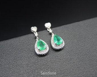 0.9 Carat Emerald Earrings