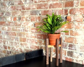 Plant stand, plant support, support to plant, pot, plant, plant support