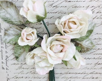 cream English rose posy. millinery roses. wholesale millinery roses. wedding flowers. rose bouquet. hair accessories. fashion flowers.