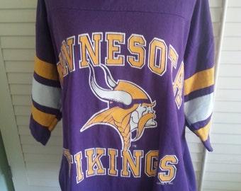 Oversized vintage tee, oversized vintage T-shirt, vintage Vikings T-shirt, vintage Minnesota vikings t-shirt. A6