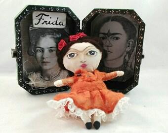 FRIDA KAHLO-art doll-art box-OOAK-history-painters-women-mexico