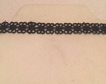 Lace black choker