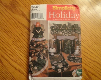Simplicity Holiday Pattern Collection Angel Tree Topper, Stocking, Tree Skirt and More