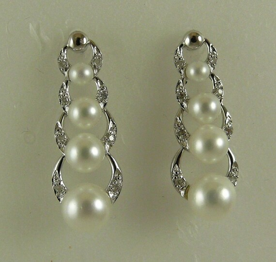 Akoya White Pearl Earrings With 14k White Gold And Diamonds 0.08ct