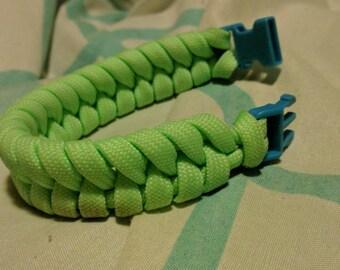 Glow n dark paracord fishtail bracelet