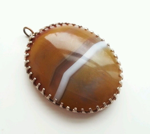 Beautiful vintage solid silver Scottish banded agate pendant