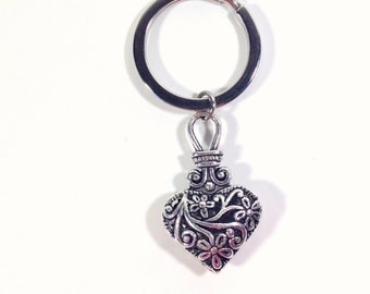 Heart Keychain, Filigree Heart Keyring, Hollow Vintage Look Jewelry, Antique Heart Key Chain, Planner Purse Charm, Luggage Tag Gift for mom