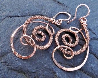 Copper wire wrapped earrings - Long swirl dangle earrings - Shiny raw copper earrings - Copper spiral earrings - Circle earrings - Letter C