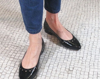 SALES,Black leather pointed toe flats,  black pointy flats, Black patent leather ballet flats, pointy toe flats, Shoes made in Italy, Chris