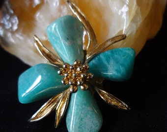 Brooch Pin Vintage Turquoise and Gold-tone