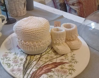 Knitting Newborn Hat and Lullaby Booties. (cotton)