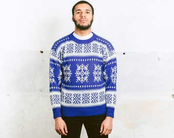 Men's PATTERNED Knit Sweater . size Small to Medium . Men's Striped Blue White Geometric Striped Winter Sweater