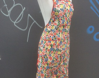 Vintage 1940s utility mark floral pinafore apron | size small